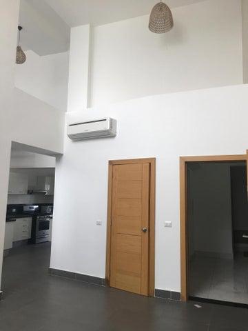 Apartamento Distrito Nacional>Santo Domingo>Piantini - Alquiler:2.500 Dolares - codigo: 17-1406