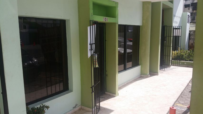 Oficina Distrito Nacional>Distrito Nacional>Evaristo Morales - Alquiler:950 Dolares - codigo: 18-73