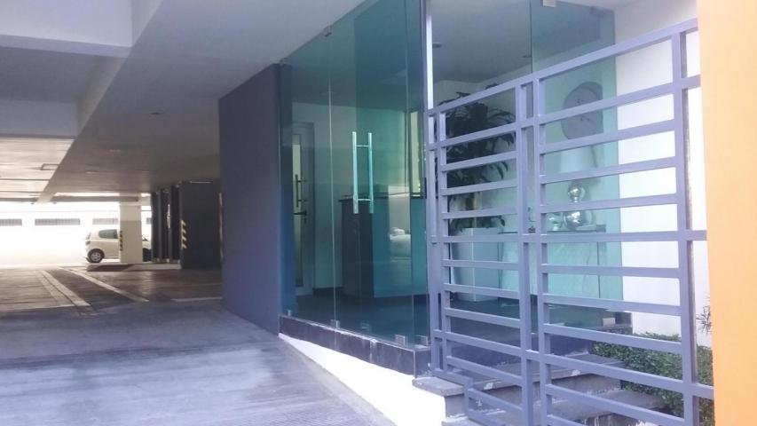 Apartamento Distrito Nacional>Santo Domingo>Serralles - Alquiler:700 Dolares - codigo: 18-221