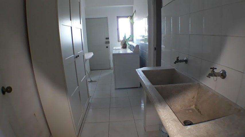 Apartamento Distrito Nacional>Santo Domingo Dtto Nacional>Evaristo Morales - Venta:190.000 Dolares - codigo: 18-300