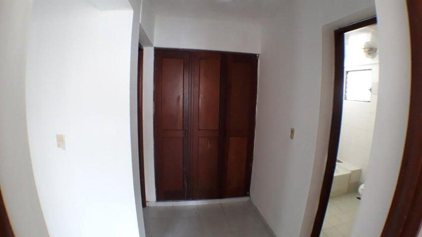 Apartamento Distrito Nacional>Santo Domingo Dtto Nacional>Evaristo Morales - Alquiler:600 Dolares - codigo: 18-308