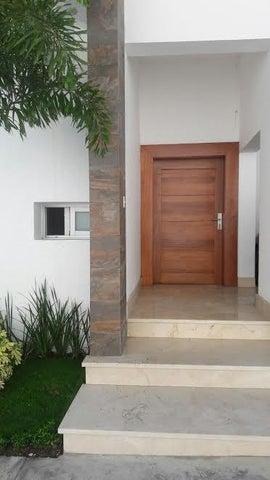 Casa Santo Domingo>Distrito Nacional>Arroyo Hondo - Venta:450.000 Dolares - codigo: 18-313
