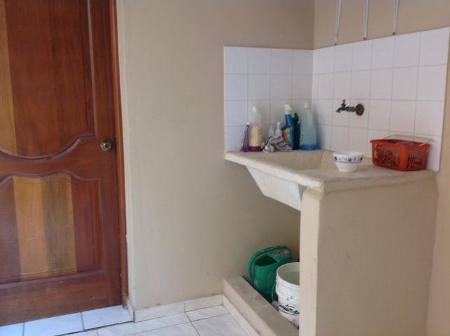 Casa Distrito Nacional>Santo Domingo>Altos de Arroyo Hondo - Venta:300.000 Dolares - codigo: 18-334