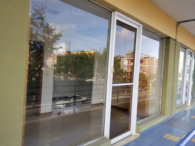 Local Comercial Distrito Nacional>Santo Domingo>Piantini - Alquiler:800 Dolares - codigo: 18-379