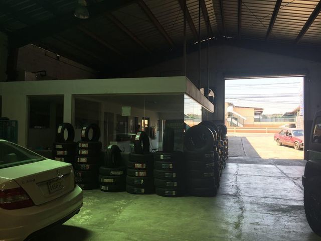 Local Comercial Santo Domingo>Santo Domingo Oeste>Libertador - Venta:130.000 Dolares - codigo: 18-394