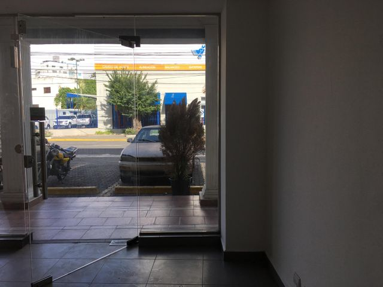 Local Comercial Distrito Nacional>Santo Domingo>Naco - Alquiler:1.050 Dolares - codigo: 18-419