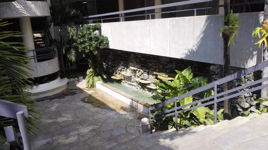 Local Comercial Distrito Nacional>Santo Domingo>Evaristo Morales - Venta:1.000 Pesos - codigo: 18-440