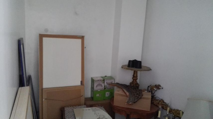 Local Comercial Distrito Nacional>Distrito Nacional>Evaristo Morales - Alquiler:1.500 Dolares - codigo: 18-444