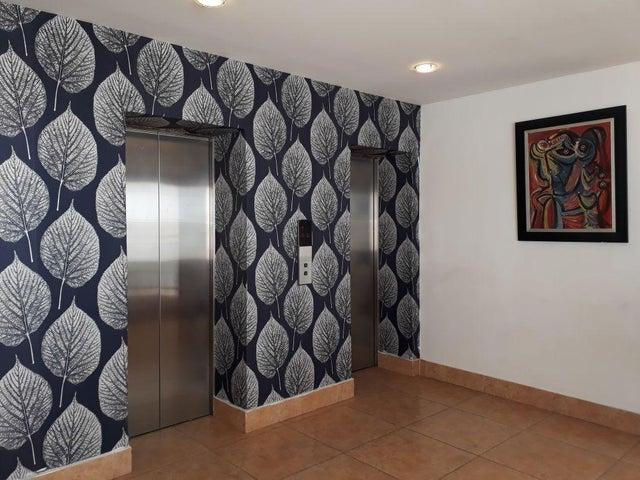 Apartamento Santo Domingo>Distrito Nacional>La Esperilla - Alquiler:850 Dolares - codigo: 18-513
