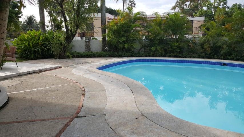 Casa Santo Domingo>Distrito Nacional>Arroyo Hondo - Alquiler:4.000 Dolares - codigo: 18-604