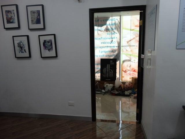 Local Comercial Santo Domingo>Santo Domingo Dtto Nacional>Viejo Arroyo Hondo - Alquiler:20.000 Pesos - codigo: 18-612