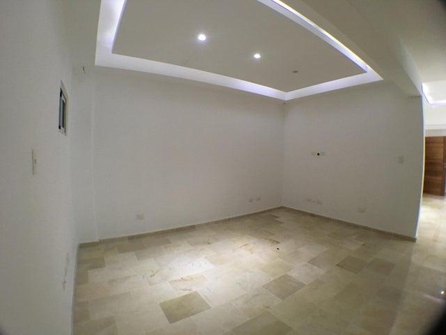 Apartamento Santo Domingo>Distrito Nacional>Evaristo Morales - Venta:230.000 Dolares - codigo: 18-634