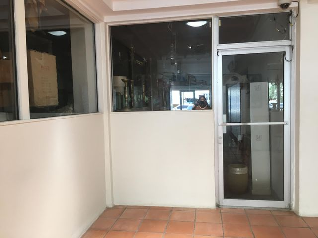 Local Comercial Distrito Nacional>Santo Domingo Dtto Nacional>Naco - Alquiler:2.400 Dolares - codigo: 18-700
