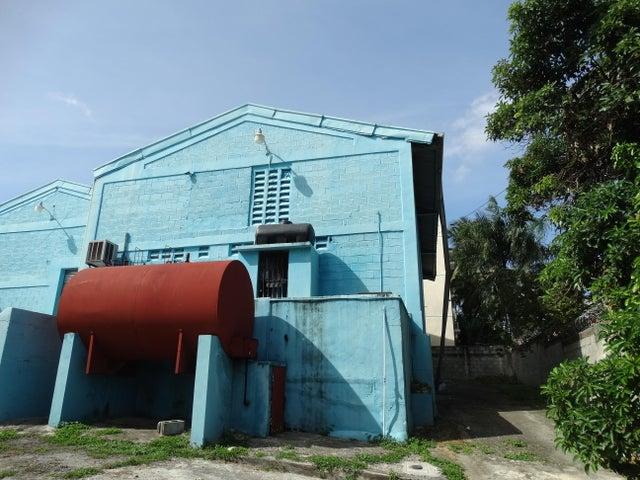 Galpon - Deposito Santo Domingo>Santo Domingo Oeste>Av Las Palmas - Venta:420.000 Dolares - codigo: 18-719