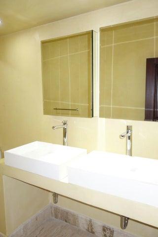 Apartamento Santo Domingo>Distrito Nacional>Piantini - Alquiler:4.000 Dolares - codigo: 18-742