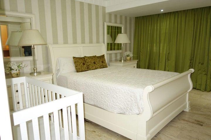 Apartamento Santo Domingo>Santo Domingo Dtto Nacional>Piantini - Alquiler:4.000 Dolares - codigo: 18-742