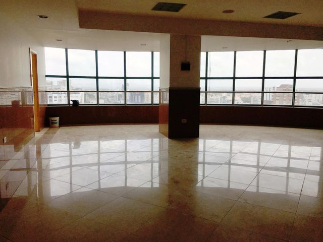 Local Comercial Distrito Nacional>Santo Domingo>Piantini - Alquiler:13.520 Dolares - codigo: 18-801