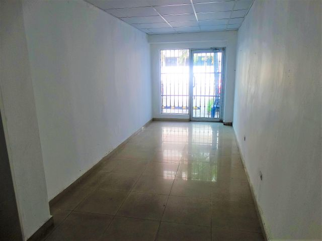 Local Comercial Distrito Nacional>Santo Domingo Dtto Nacional>Julienta Morales - Alquiler:2.500 Dolares - codigo: 18-811