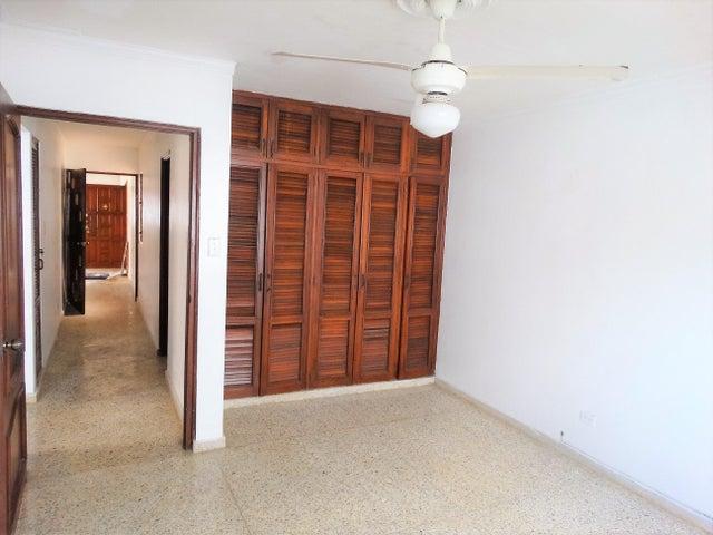 Apartamento Distrito Nacional>Santo Domingo Dtto Nacional>Evaristo Morales - Alquiler:25.000 Pesos - codigo: 18-820