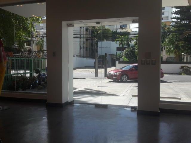 Local Comercial Santo Domingo>Distrito Nacional>Julienta Morales - Alquiler:2.700 Dolares - codigo: 18-825