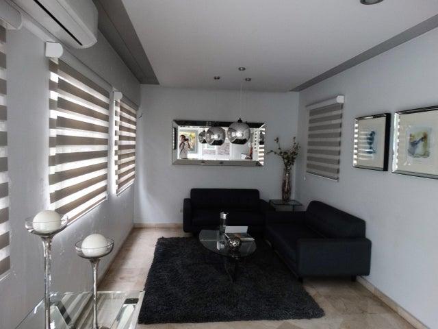 Apartamento Santo Domingo>Distrito Nacional>Evaristo Morales - Venta:375.000 Dolares - codigo: 18-860