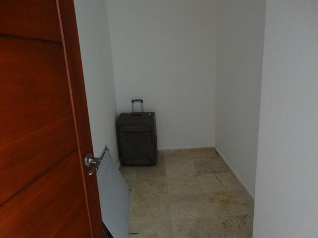 Apartamento Santo Domingo>Distrito Nacional>Evaristo Morales - Alquiler:2.200 Dolares - codigo: 18-861