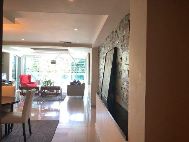 Apartamento Santo Domingo>Santo Domingo Dtto Nacional>Evaristo Morales - Alquiler:1.700 Dolares - codigo: 18-867