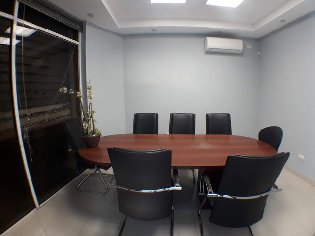 Local Comercial Distrito Nacional>Santo Domingo Dtto Nacional>Ciudad Universitaria - Alquiler:3.200 Dolares - codigo: 18-875