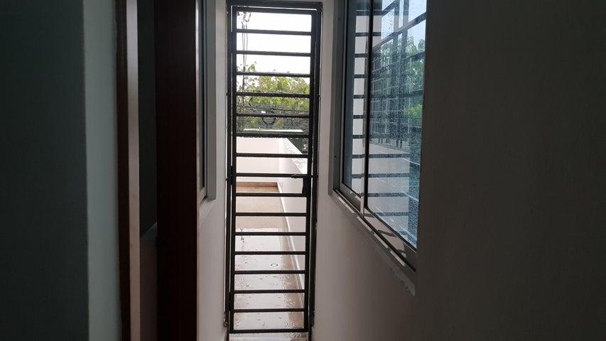 Apartamento Santo Domingo>Distrito Nacional>Gazcue - Alquiler:800 Dolares - codigo: 18-987