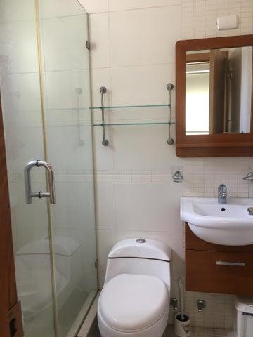 Apartamento Santo Domingo>Santo Domingo Dtto Nacional>Serralles - Alquiler:850 Dolares - codigo: 18-999
