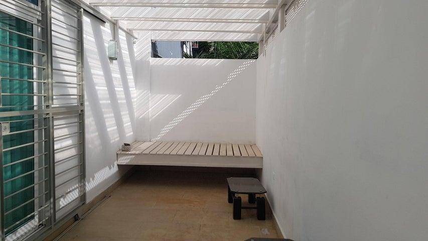 Apartamento Distrito Nacional>Santo Domingo Dtto Nacional>Evaristo Morales - Alquiler:1.250 Dolares - codigo: 18-1004