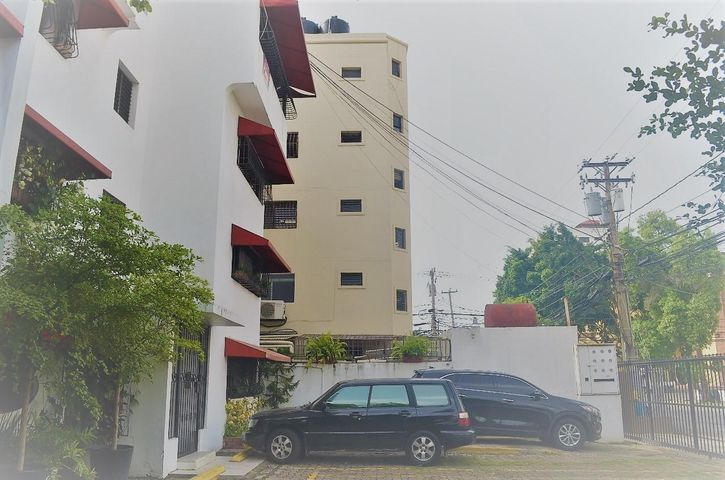 Apartamento Santo Domingo>Distrito Nacional>Evaristo Morales - Venta:90.000 Dolares - codigo: 18-1006