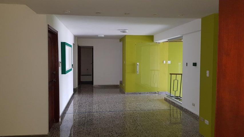 Local Comercial Distrito Nacional>Distrito Nacional>Esperilla - Alquiler:5.200 Dolares - codigo: 18-1020