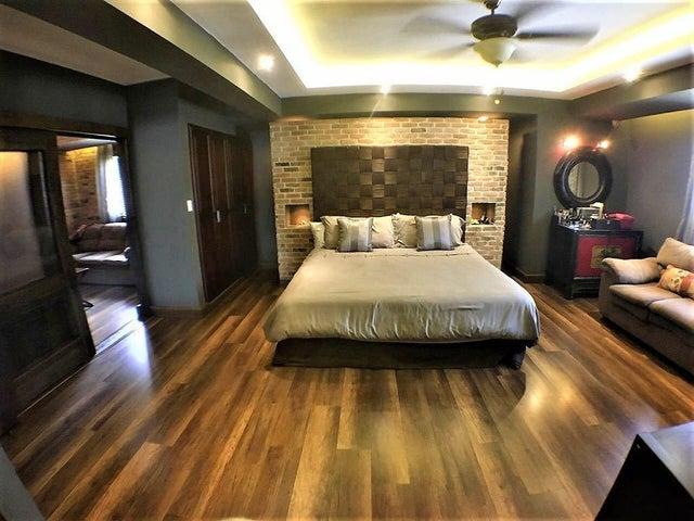 Apartamento Santo Domingo>Distrito Nacional>Paraiso - Alquiler:2.000 Dolares - codigo: 18-1033