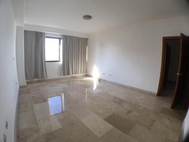 Apartamento Santo Domingo>Distrito Nacional>Piantini - Alquiler:2.800 Dolares - codigo: 18-1061