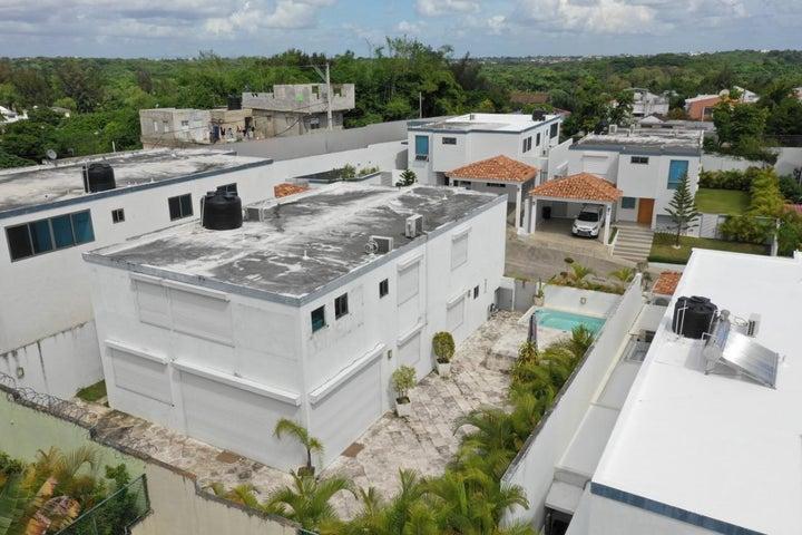 Casa Santo Domingo>Distrito Nacional>Cuesta Hermosa II - Venta:400.000 Dolares - codigo: 18-1312