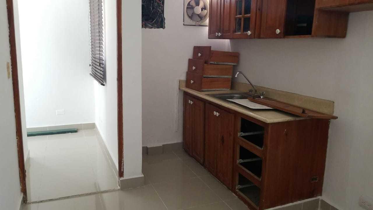 Oficina Santo Domingo>Distrito Nacional>Evaristo Morales - Alquiler:3.371 Dolares - codigo: 18-1434