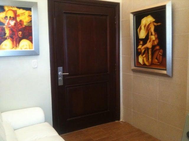 Local Comercial Santo Domingo>Distrito Nacional>Piantini - Alquiler:2.000 Dolares - codigo: 19-104