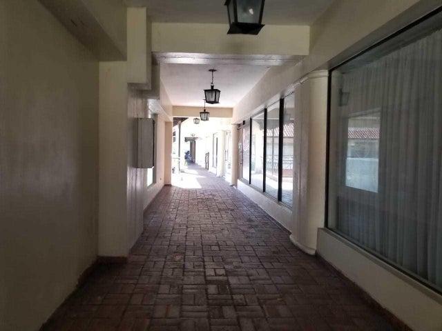 Local Comercial Santo Domingo>Distrito Nacional>Piantini - Alquiler:750 Dolares - codigo: 19-119