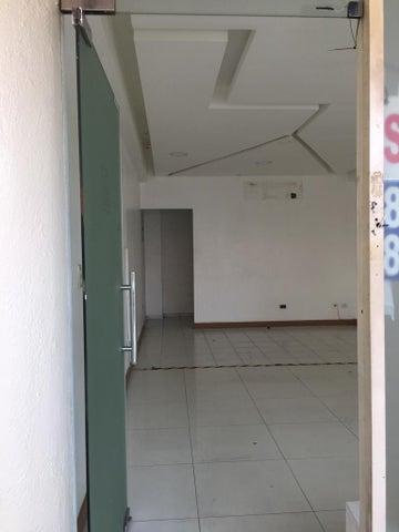 Local Comercial Santo Domingo>Distrito Nacional>Piantini - Alquiler:700 Dolares - codigo: 19-541