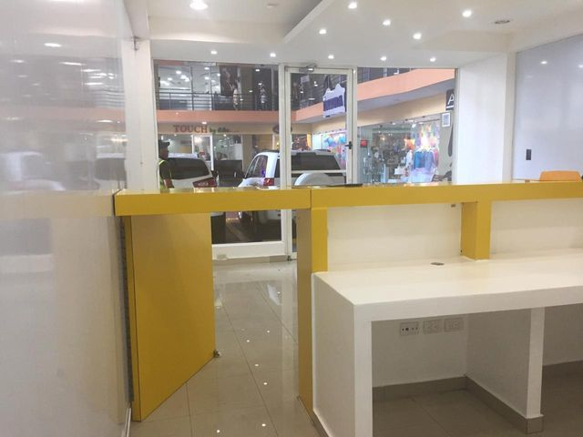 Local Comercial Santo Domingo>Distrito Nacional>Piantini - Alquiler:1.280 Dolares - codigo: 19-598