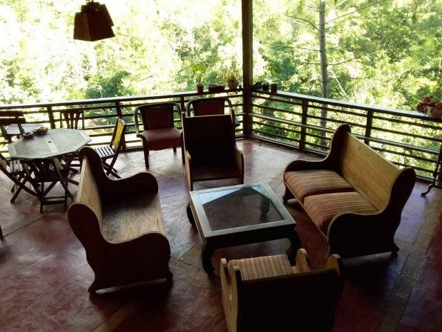 Casa La Vega>Jarabacoa>Buena Vista - Venta:400.000 Dolares - codigo: 19-907