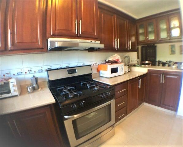Apartamento Santo Domingo>Distrito Nacional>Evaristo Morales - Venta:138.000 Dolares - codigo: 19-942