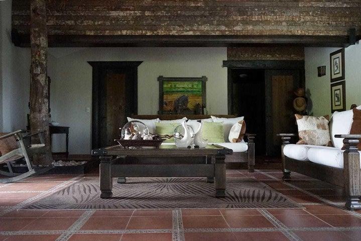 Casa Santo Domingo>Santo Domingo Oeste>Altagracia - Venta:500.000 Dolares - codigo: 19-975