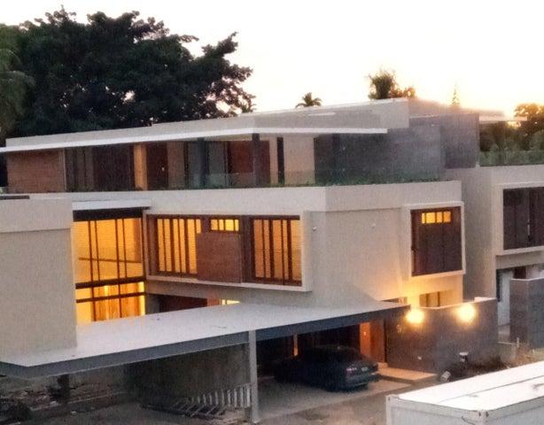 Casa Santo Domingo>Distrito Nacional>Arroyo Hondo - Venta:1.625.000 Pesos - codigo: 19-990