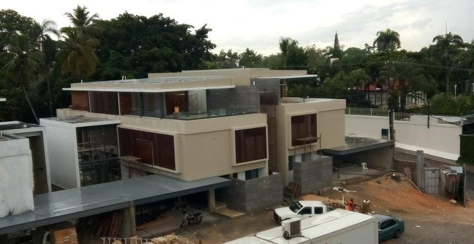 Casa Santo Domingo>Distrito Nacional>Arroyo Hondo - Venta:1.250.000 Dolares - codigo: 19-1003