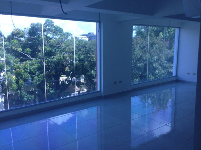 Oficina Santo Domingo>Distrito Nacional>Julienta Morales - Alquiler:1.300 Dolares - codigo: 20-240