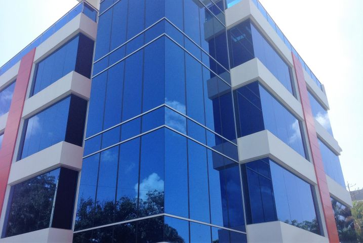 Oficina Santo Domingo>Distrito Nacional>Julienta Morales - Venta:180.000 Dolares - codigo: 20-241
