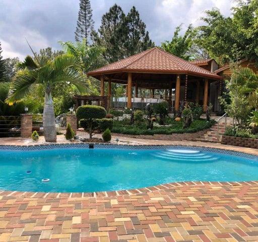 Casa La Vega>Jarabacoa>Buena Vista - Venta:1.000.000 Dolares - codigo: 20-255