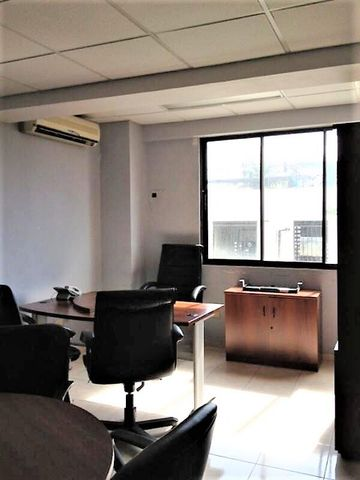 Local Comercial Santo Domingo>Distrito Nacional>Evaristo Morales - Alquiler:1.700 Dolares - codigo: 20-276